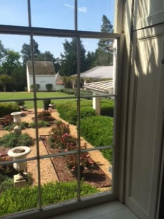 Berry Hill Resort & Conference Center: Looking out from the back window of the Mansion