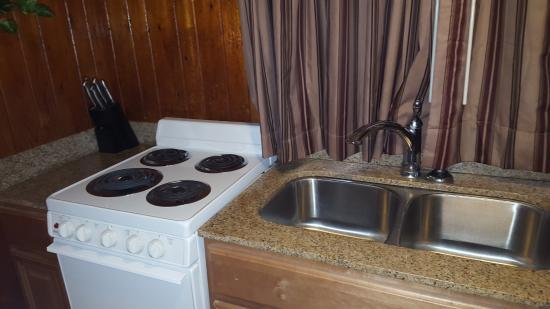 Rodeway Inn & Suites: kitchen