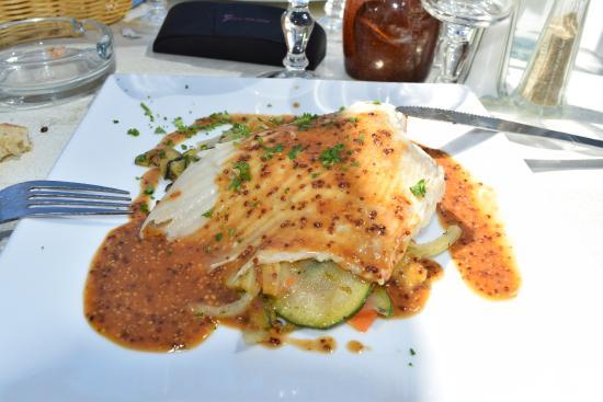 Le Cafe du Phare : aile de raie à la sauce moutarde