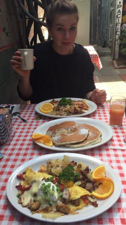 San Mateo, Californien: A lovely breakfast and lunch place. Full of details, fun stuff, lovely service, mega portions of