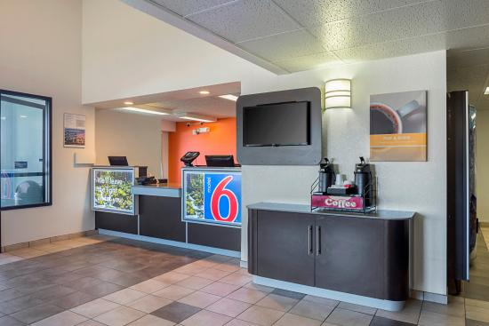 Motel 6 Spokane East: Lobby