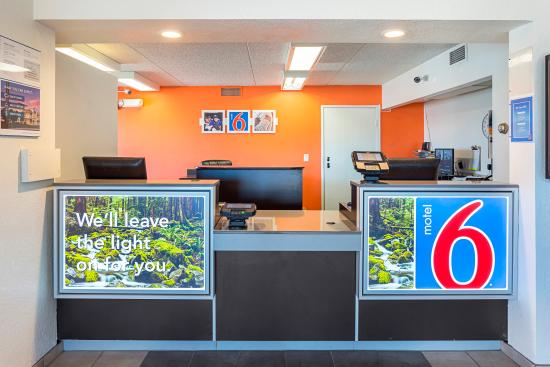 Motel 6 Spokane East: Lobby
