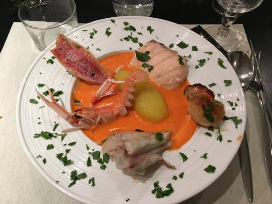 La Bree-les-Bains, Frankrig: le pot au feu de la mer (morceau d'aile de raie+langoustine+st jacques+rouget+saumon )