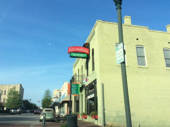 Rosalia's Mexican Restaurant: Come in for great food and service!