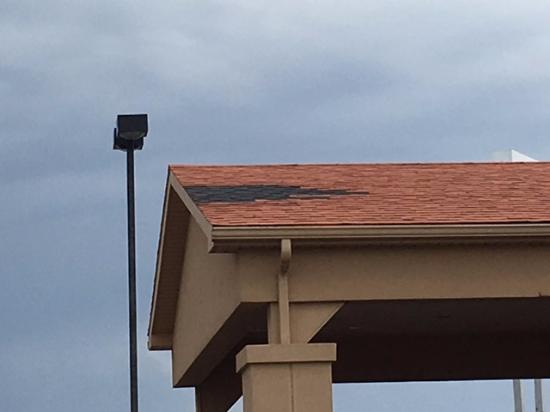 Bradley, IL: roof problems