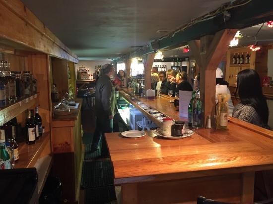 Amenia, NY: Tastings are fun and free!
