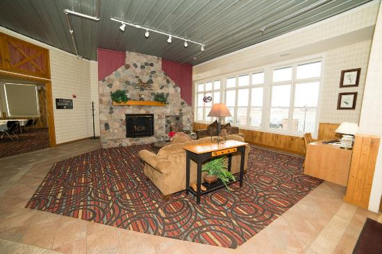 HomeTown Inn & Suites: Lobby