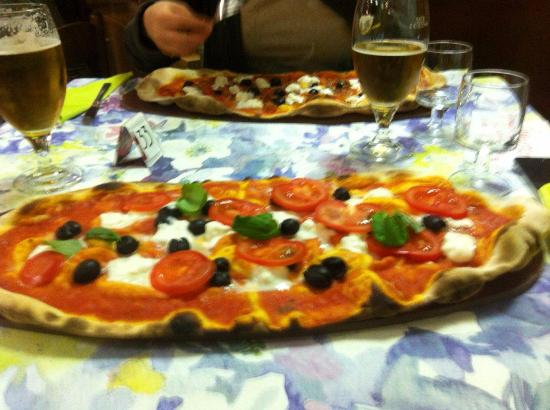 Viconago, Itália: bufala, pomodori, olive e basilico