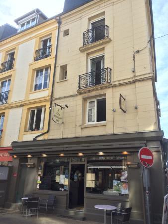 La Superbe Statue Du Grand Duquesne Place Nationale à Dieppe à - Duquesne place apartments