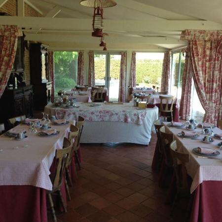 Chateau d'Emalleville : Salle de petits dejeuners