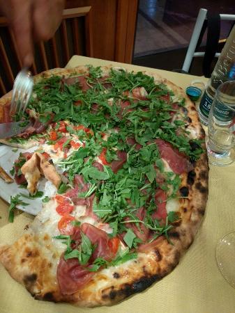 La Perla: Pizze superlative !! Super consigliato .