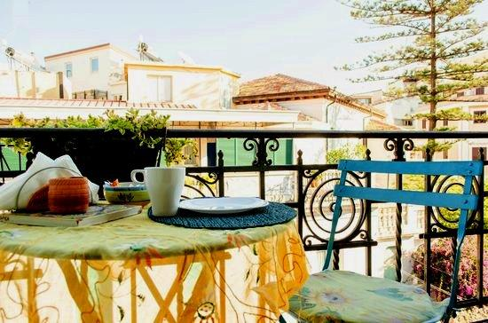 Bed & Breakfast Delfina: Colazione sul balcone