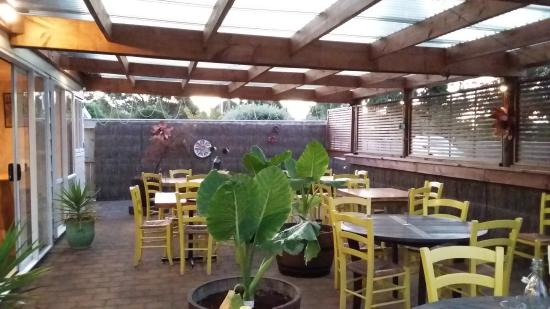 terrasse couverte - Picture of Plan B Cafe & Bar, Pohara - TripAdvisor