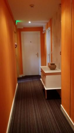 Family Golf Hotel: couloir menant aux chambres