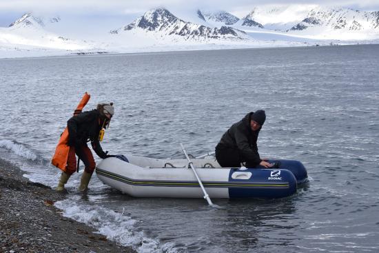 Longyearbyen, Noruega: Landstigningsbåten och våra guider