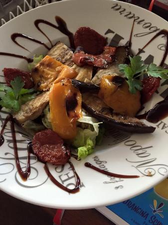 La Loupe, Prancis: Salade antipasti