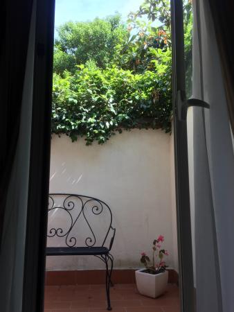 Hotel Modigliani: Private courtyard Room 104