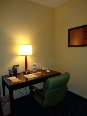 Port Saint Lucie, FL: All our rooms our Equipped with a Business Desk