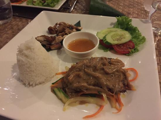 Por Cuisine: Main course of dinner, pretty but very salty