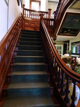 Blomidon Inn: Main staircase to the upper rooms