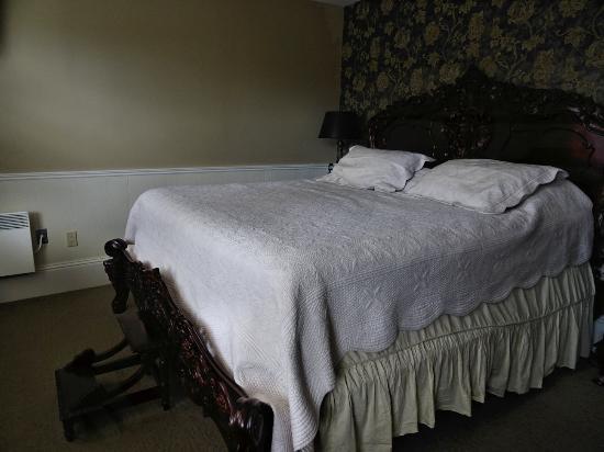 Blomidon Inn: Bedroom of the apartment (Scotia room)