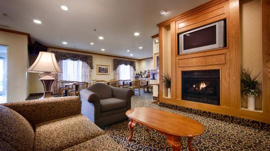 Napoleon Inn & Suites: Lobby