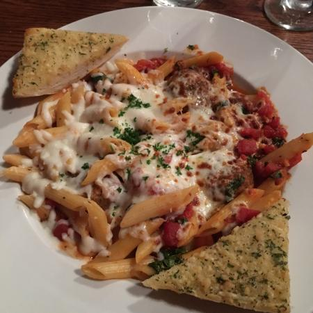 Colusa, CA: Penne pasta and meatballs