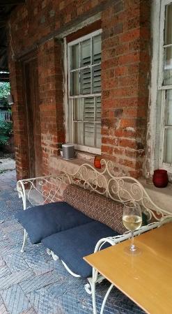 East Maitland, Australia: Courtyard dining area