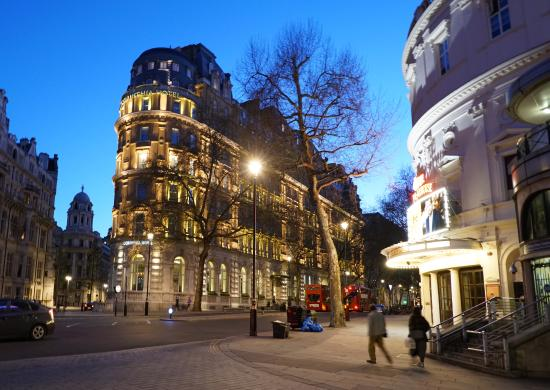 Corinthia Hotel London: Hotel is is on quiet street but only two blocks from the busy Strand and Trafalgar Square