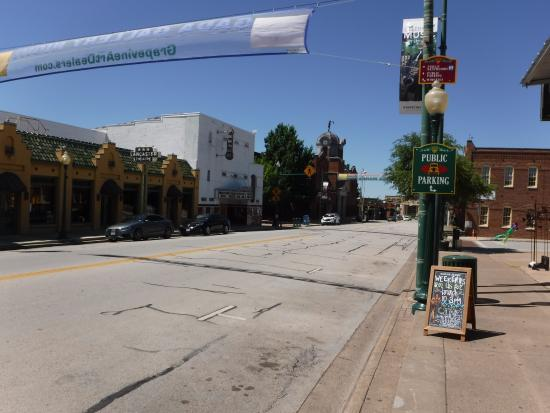 Napolis Italian Cafe: Main St from pizza parlor--great town!!