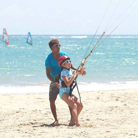 Cabarete, Dominican Republic: Flying the big kite!