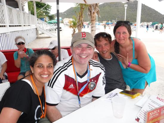 bahía de Simpson, St. Maarten: Our winning team (I am second from the right).