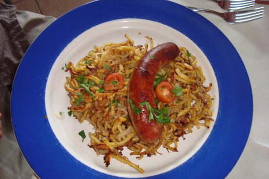 Black Forest Restaurant: bratwurst