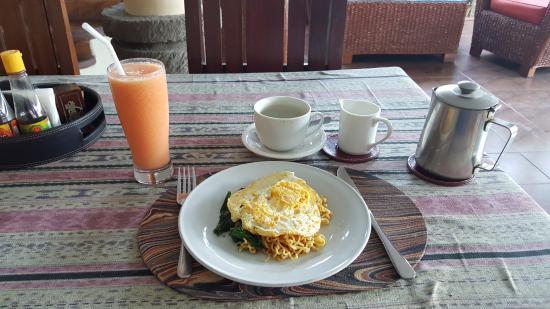 Puri Dukuh Accommodation : Breakfast Bali style.