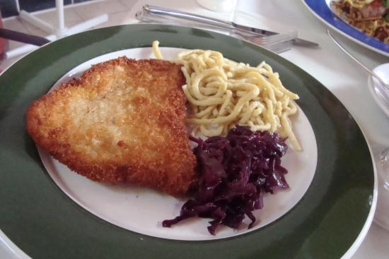 Black Forest Restaurant: snitzel without gravy