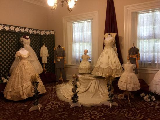 Natchez, MS: Costume museum in Magnolia Hall