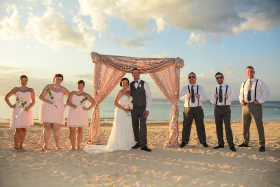 Jewel Runaway Bay Beach Golf Resort Go For The Sunset Wedding