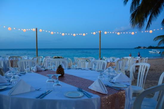 Jewel Runaway Bay Beach Golf Resort They Made My Wedding Reception Gorgeous