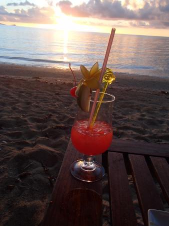 Nukubati Private Island: Sunset cocktail on the beach