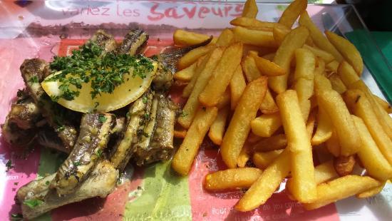 Saint Saturnin sur Loire, France : Anguilles chez jojo a 24 euros....