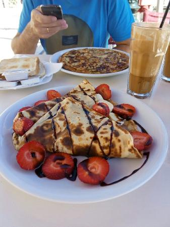 Family - Snack Bar and Restaurant: Delicioso desayuno