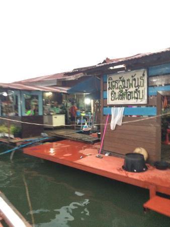 Pae Mitsamphun Restaurant