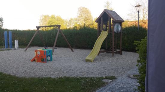 Taufkirchen, Almanya: KINDERSPIELPLATZ!