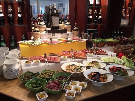 Pepino Italian Restaurant: 午餐-自助沙拉