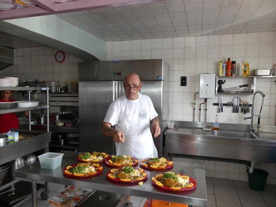 Chez Luciano's: Luciano en cuisine