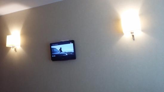 Baltiya Hotel : маленький телевизор