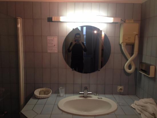 Ouchamps, Prancis: salle de bain datant des années 1970