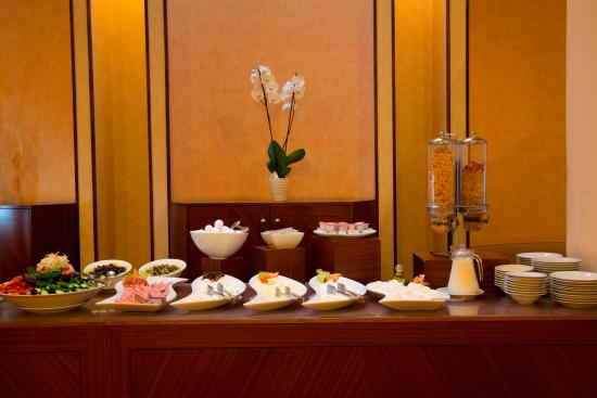 The Mayflower Hotel: Breakfast at Louly's