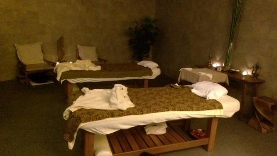 LUXSA Spa : our spa room, right after we got our foots massaged