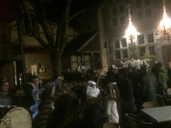 Fouron-le-Comte, Belgique : Carnaval in the inner courtyard